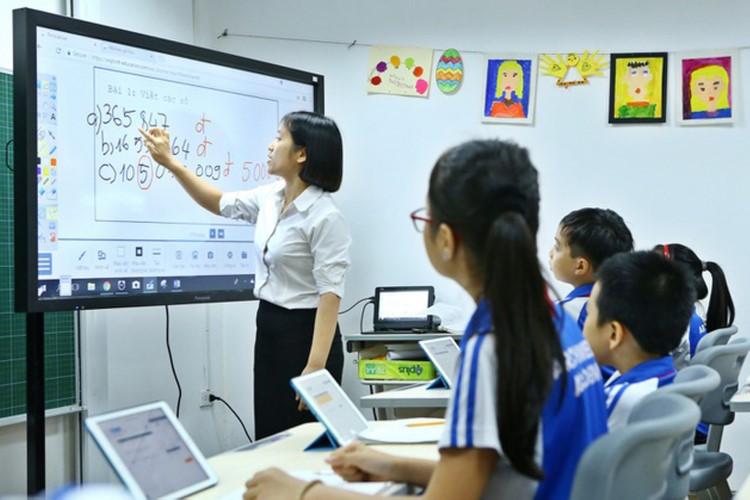 Việc ứng dụng công nghệ trong dạy học được cho là sẽ giải phóng sức lao động của GV.