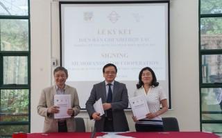 Kí kết Biên bản ghi nhớ hợp tác giữa Viện Nghiên cứu Thiết kế Trường học, Công ty Cổ phần Phú Bách Việt và Công ty TNHH Thương mại Quốc tế New Brain về việc nghiên cứu ứng dụng sản phẩm thiết bị giáo dục