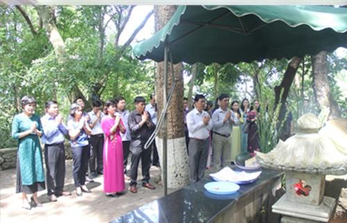 Đảng uỷ Viện tham dự Kỷ niệm 128 năm ngày sinh Chủ tịch Hồ Chí Minh tại Khu di tích Đá Chông, Ba Vì, Hà Nội